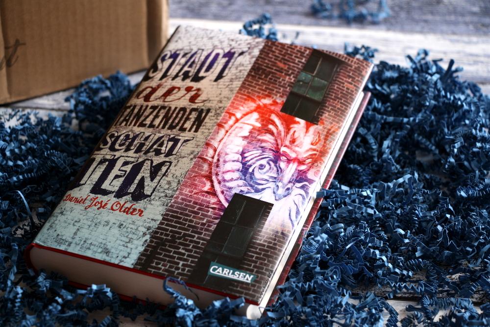Leseflut Juni 2017 farbecht Unboxing Buch Stadt der tanzenden Schatten von Daniel José Older Carlsen Verlag